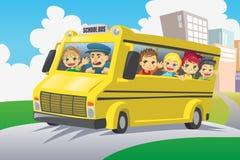 Cabritos en autobús escolar Fotos de archivo libres de regalías