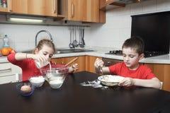 Cabritos en la cocina Fotos de archivo