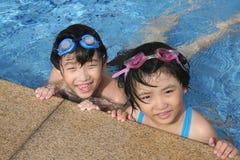 Cabritos felices en la piscina Fotografía de archivo libre de regalías