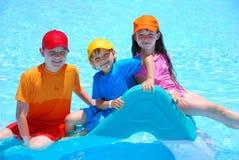 Cabritos felices en piscina Imagen de archivo libre de regalías