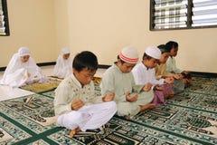 Cabritos musulmanes que ruegan Imagen de archivo libre de regalías