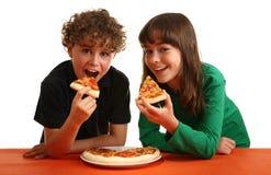 Cabritos que comen la pizza Fotografía de archivo libre de regalías