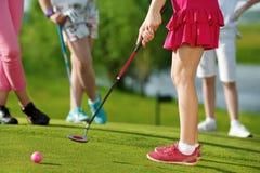 Cabritos que juegan a golf Fotografía de archivo libre de regalías