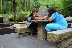 Cabritos que se divierten en el parque Fotos de archivo libres de regalías