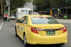 13CABS är ett av de två viktiga taxinätverken i det större Melbourne området Royaltyfri Foto