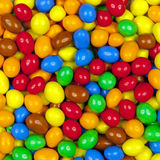 Cacahuetes cubiertos con el chocolate Foto de archivo libre de regalías