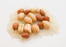 Cacahuetes y arroz Imagenes de archivo