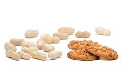Cacahuetes y galletas de harina de avena secados Foto de archivo libre de regalías