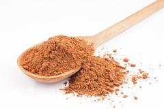 Cacao dans une cuillère en bois photographie stock