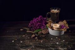 Cacao de chocolat chaud dans une tasse en verre Image stock