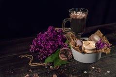 Cacao de chocolat chaud dans une tasse en verre Photo libre de droits
