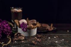 Cacao de chocolat chaud dans une tasse en verre Photographie stock