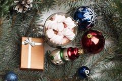 Cacao o chocolate con las melcochas Fotos de archivo libres de regalías