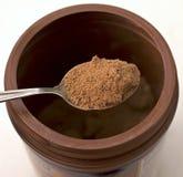 Cacao in polvere asciutto su un cucchiaio Fotografie Stock Libere da Diritti