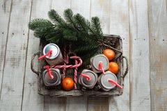 Cacao, snoepjes en mandarijnen voor Kerstmis stock afbeeldingen