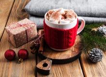 Cacao y decoraciones de la Navidad Imagen de archivo