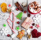 Cacao y decoraciones de la Navidad Fotografía de archivo