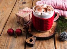 Cacao y decoraciones de la Navidad Imagenes de archivo