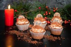 Cacaobanaan Halloween cupcakes met grafsteen royalty-vrije stock afbeeldingen