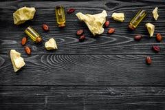 Cacaoboter als ingrediënt voor natuurlijke schoonheidsmiddelen De donkere houten ruimte van het achtergrond hoogste meningsexempl Royalty-vrije Stock Fotografie