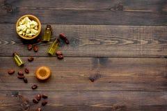 Cacaoboter voor huidzorg De donkere houten ruimte van het achtergrond hoogste meningsexemplaar Stock Foto