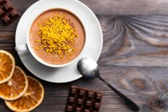 Cacaodrank met oranje schil royalty-vrije stock fotografie
