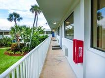 Cacaostrand, de V.S. - 29 April, 2018: Motel 6 in Cacaostrand, Florida, de V.S. stock foto