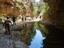 Caccaviola - Escursionisti dans l'alveo Images libres de droits