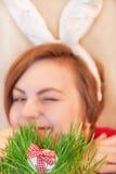 Caccia dell'uovo di Pasqua. Fotografia Stock Libera da Diritti