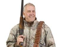 Cacciatore con il fucile da caccia sopra la spalla isolata fotografia stock