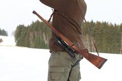 Cacciatore con il riffle Fotografia Stock Libera da Diritti