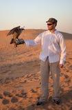 Cacciatore con un falco Immagini Stock