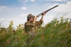 Cacciatore durante il partito di caccia Fotografia Stock Libera da Diritti