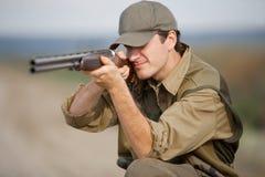 Cacciatore durante il partito di caccia Fotografia Stock
