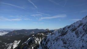 Cacerola alpina de las montañas almacen de metraje de vídeo
