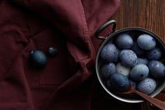 Cacerola con los huevos de Pascua Imagenes de archivo