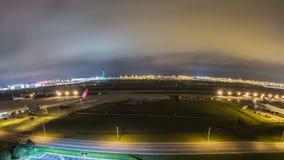 Cacerola de Fisheye del aeropuerto del lapso de tiempo del aeroplano