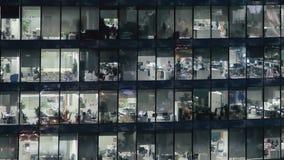 Cacerola de izquierda a derecha de Timelapse tirada de centro de la ciudad del rascacielos de la fachada s metrajes