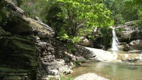 Cacerola de la cascada en Maries, Thassos Grecia metrajes