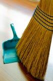 Cacerola de la escoba y del polvo Imagen de archivo libre de regalías