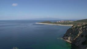 Cacerola de la línea de la costa delante del skala Marion Thassos Grecia almacen de metraje de vídeo
