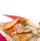 Cacerola de la mantequilla del prendedero de la brema de mar frita Imagen de archivo libre de regalías