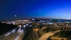 Cacerola de la oscuridad del lapso de tiempo del paisaje urbano de Seattle almacen de metraje de vídeo