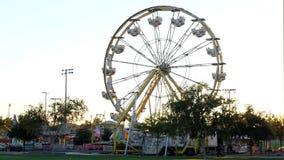 Cacerola de los paseos y de los juegos del carnaval metrajes