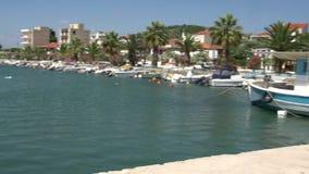 cacerola del barco de pesca al puerto del kallirachi del skala, Thassos Grecia almacen de video