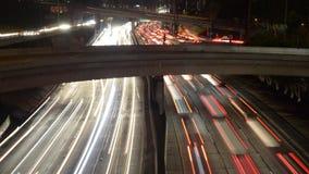 Cacerola del lapso de tiempo - vista de arriba del tráfico en la autopista sin peaje ocupada 10 en Los Ángeles céntrico Californi almacen de metraje de vídeo