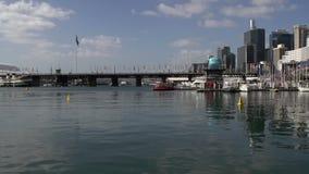 Cacerola del puerto querido en un día de verano almacen de metraje de vídeo