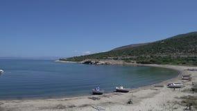 cacerola del puerto y playa en el skala Marion Thassos Grecia almacen de video