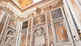 Cacerola e inclinación del cardán abajo del tiro dentro del maggiore de Santa María de la basílica, Roma metrajes