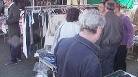 Cacerola editorial de los soportes de la ropa del mercado almacen de video